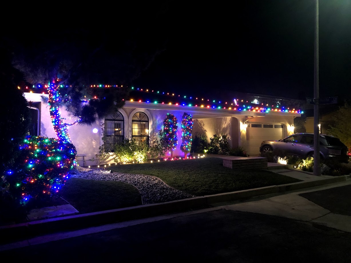 Holiday Lighting West Hills CA